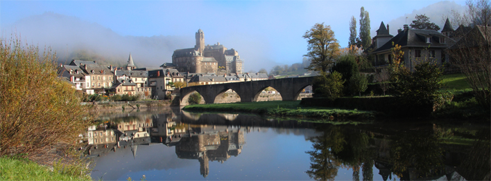 chateau et village d'Estaing